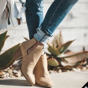 NWT Qupid Tan Ankle Booties Size 9